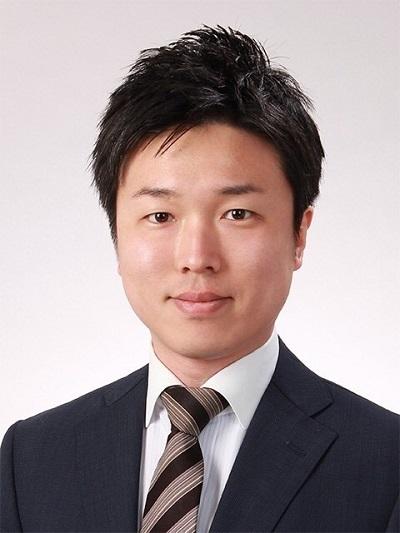 徳永先生プロフィール写真(DK用縮小).jpg